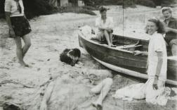 Albert Tucker, At Sorrento, Sidney Nolan Buried, John Reed, Sunday Reed, and Joy Hester, Pregnant 1944, gelatin silver photograph, 30.2 x 40.2 cm, Heide Museum of Modern Art, Melbourne, Gift of Barbara Tucker 2001