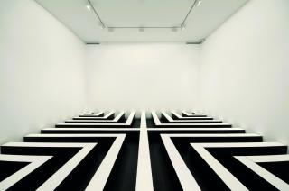 Kathy Temin, Indoor Monument: Hard Dis-play 1995-2009, synthetic polymer paint on composition board, 600 x 37 x 600 cm, Heide Museum of Modern Art, © the artist